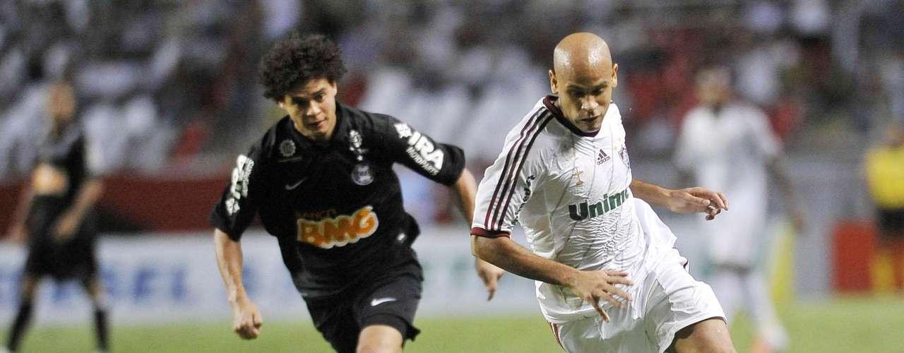 Lateral esquerdo: Carlinhos (Fluminense)