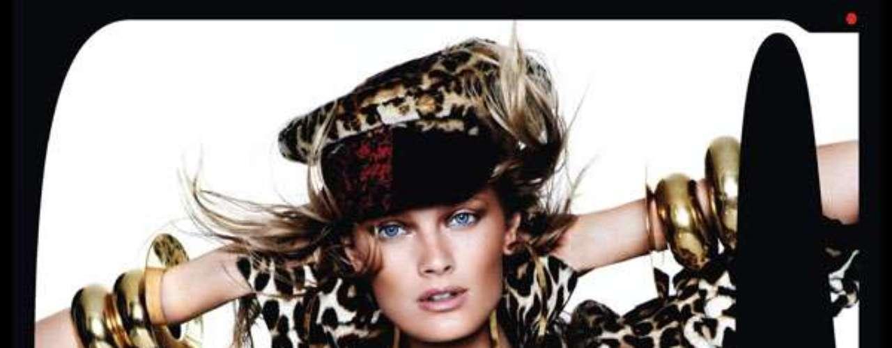 O animal print também surgiu no look da top Constance Jablonski