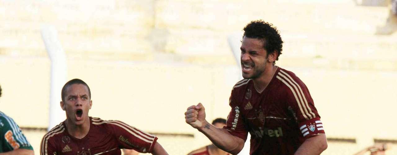 A CBF anunciou os 11 melhores jogadores do Campeonato Brasileiro. A entidade ouviu jogadores e jornalistas, entre outros, para definir a relação que tem Fred, do Fluminense, como craque da competição