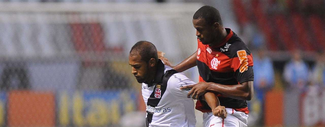 O volante Fellipe Bastos, do Vasco,foi especulado para reforçar o Palmeiras e o Internacional