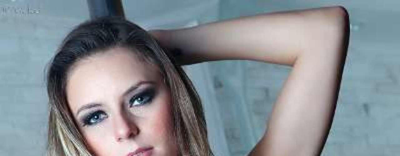 Marianne Ranieri, candidata do Piauí ao Miss Bumbum Brasil 2012, posou com o corpo pintado, sem roupas, para atrair votos para o concurso de Miss Bumbum 2012