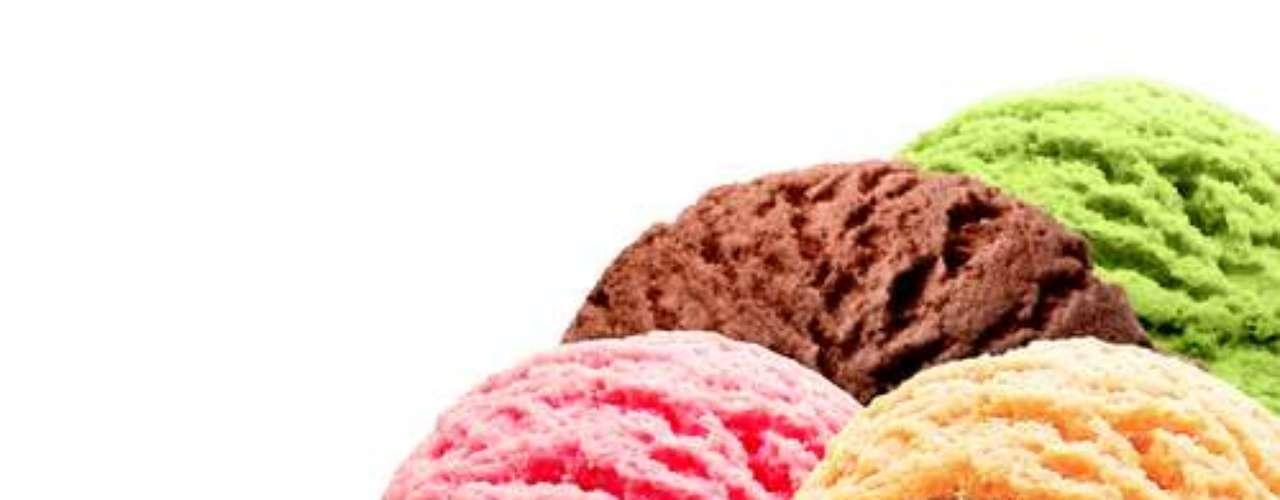 6 - Mantenha uma alimentação saudável e equilibrada e evite alimentos duros, fibrosos e ácidos. Alimentos quentes podem aumentar a chance de sangramento. Opte por sorvetes para amenizar a dor e também parar o sangramento pós-cirúrgico.