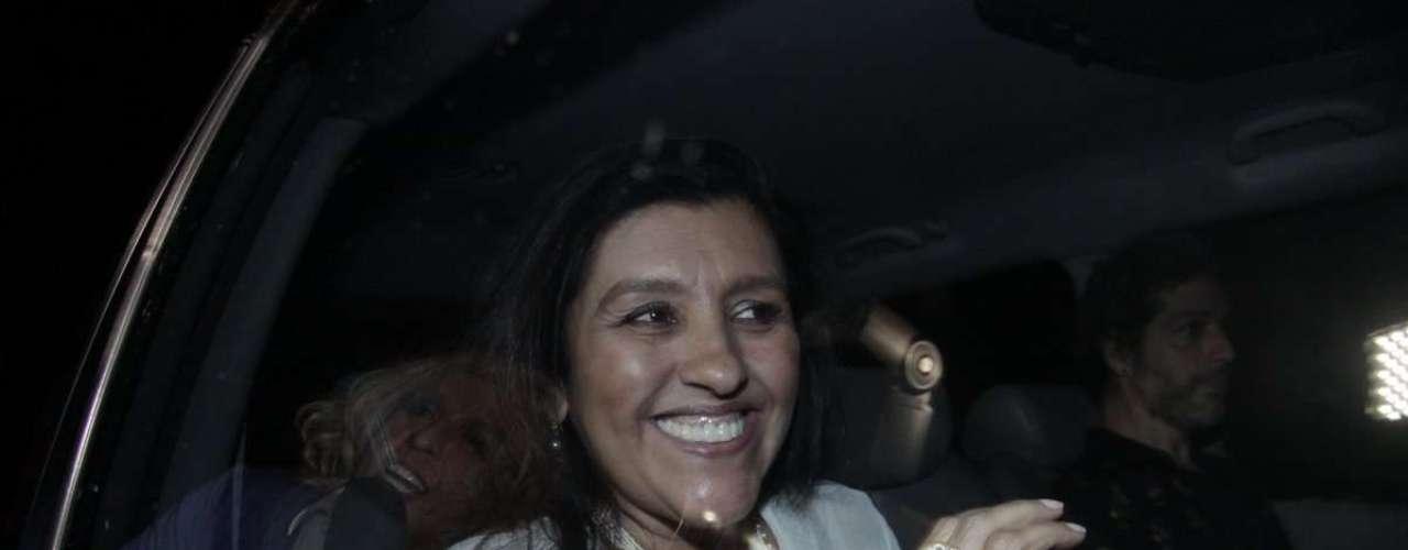 Regina Casé se divertiu na casa da apresentadora global