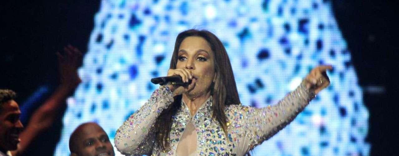 O público ficou animado com os maiores hits da carreira de Ivete