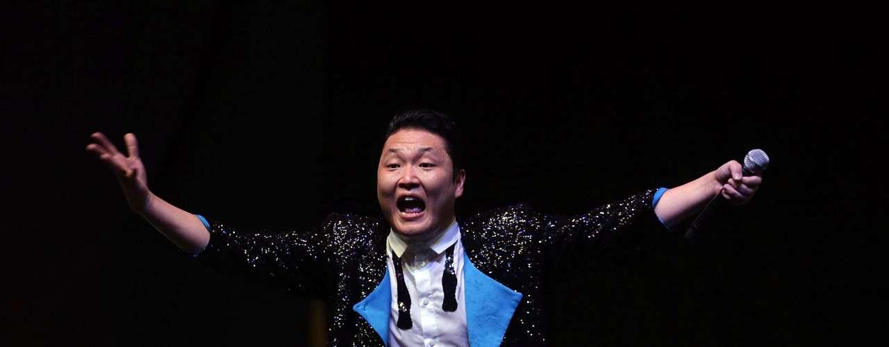 Ele empolgou o público com a famosa Gangnam Style