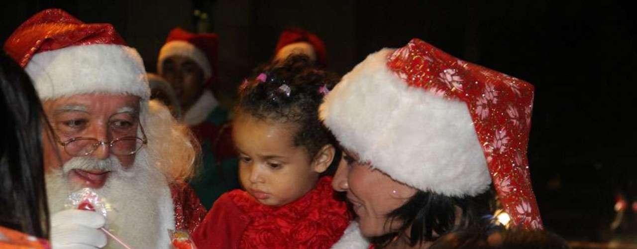 A ex-morena do É o Tchan chegou ao evento com a filha, Giulia, de dois anos