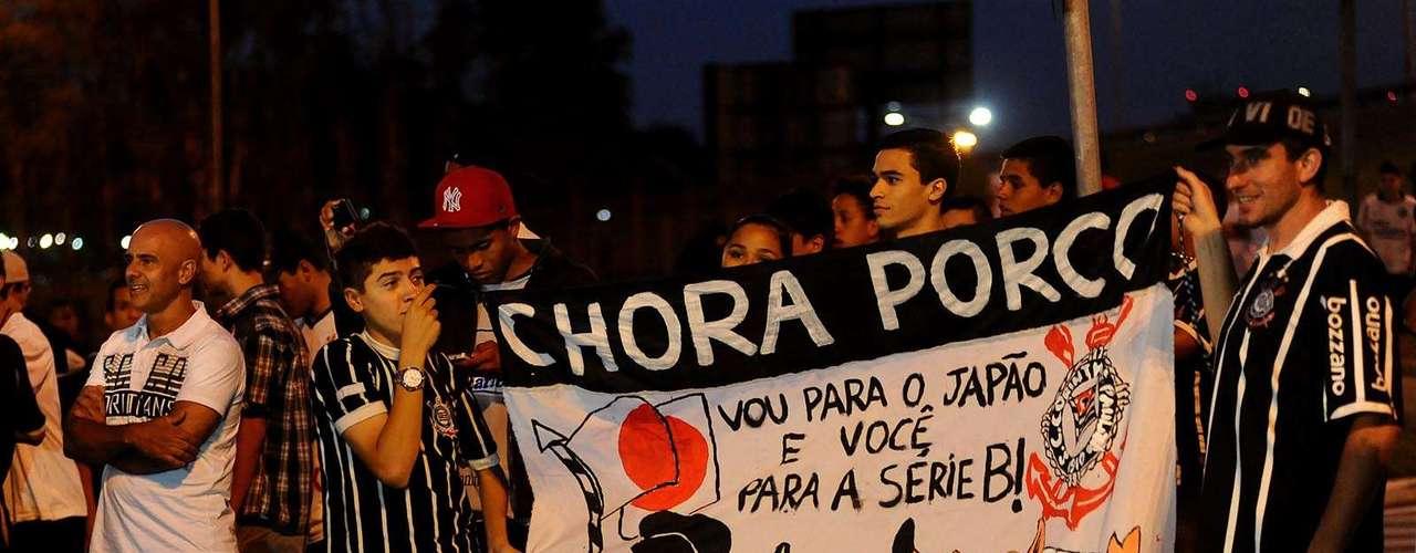 Corintianos não perderam a oportundiade de cutucar o rival Palmeiras, rebaixado para a Série B do Campeonato Brasileiro