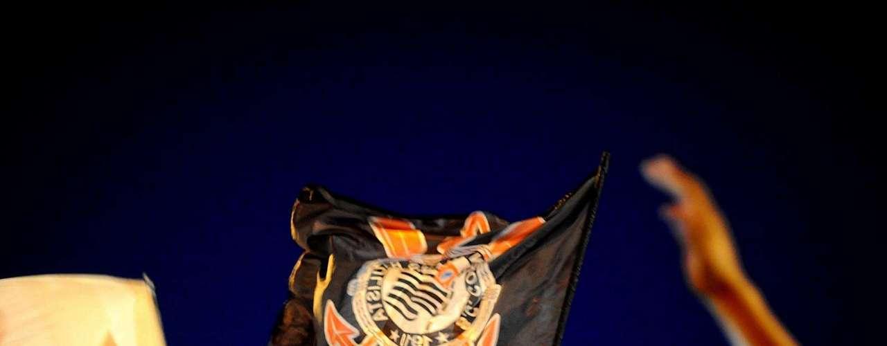 Bandeiras corintianas tremularam durante a festa alvinegra em Guarulhos