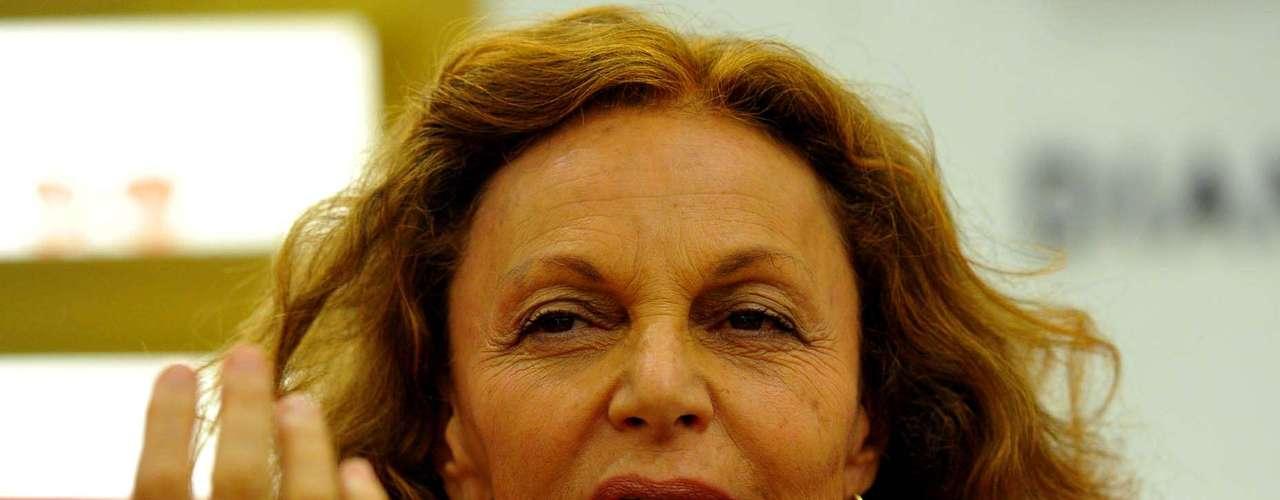 Nesta segunda-feira (3), Diane von Furstenberg foi a um coquetel em sua loja no shopping JK Iguatemi, em São Paulo.A criadora do icônico vestido-envelope contou que adora o Brasil. \