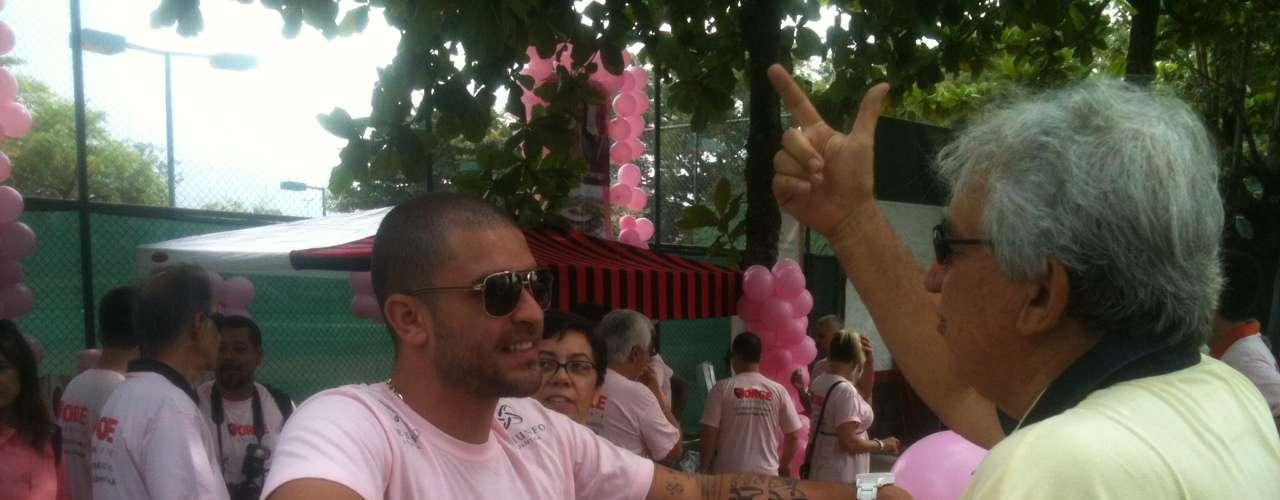 Alguns sócios são bastante conhecidos, como o sambista Diogo Nogueira, que faz campanha para a chapa Rosa na sede social da Gávea
