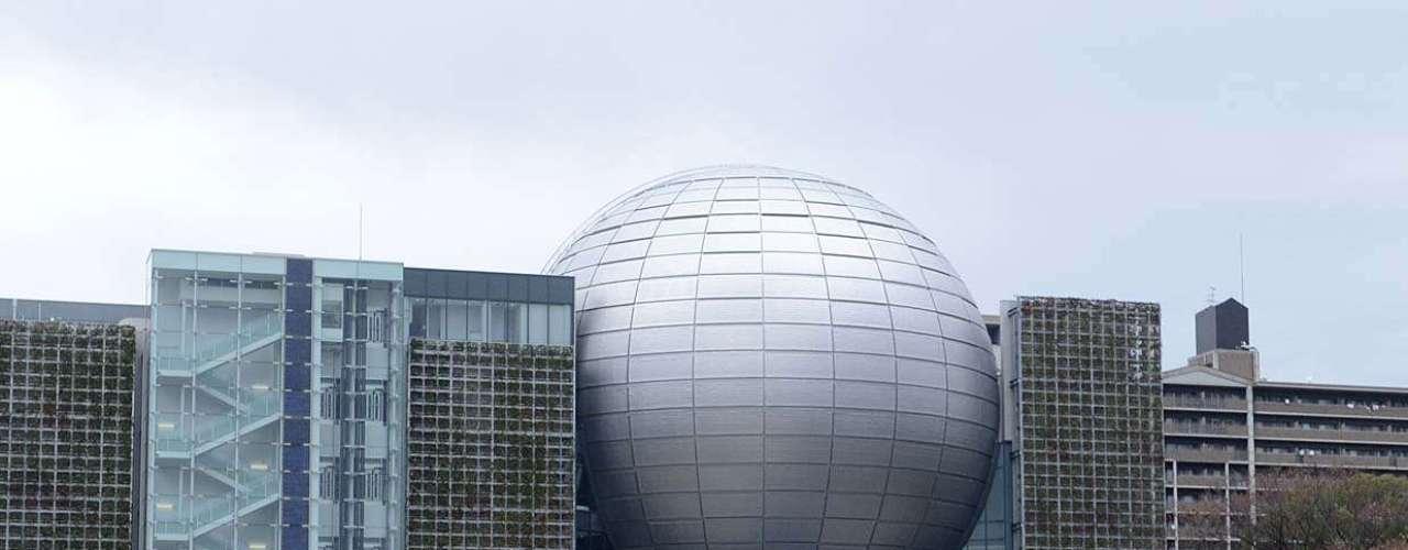 Alternando modernas construções empresariais e templos antigos, Nagoya oferece belas paisagens aos seus turistas