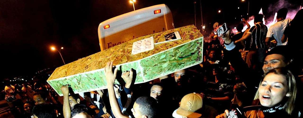 Caixão do Palmeiras também foi usado como provocação dos corintianos