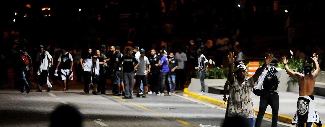 Houve corre-corre e desespero, enquanto polícias da tropa de choque impediam as pessoas de entrar no aeroporto