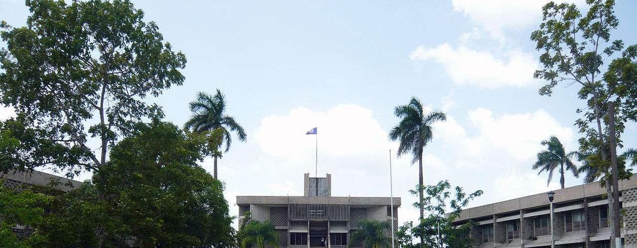 Parlamento, Belmopan, Belize: situada no centro do Belize, Belmopan é uma pequena cidade de cerca de 20 mil habitantes. Construído nos anos 70, quando a cidade de sua quase destruição pelo furacão Hattie, o edifício do Parlamento tem uma arquitetura moderna e é um dos prédios mais distintivos de Belmopan