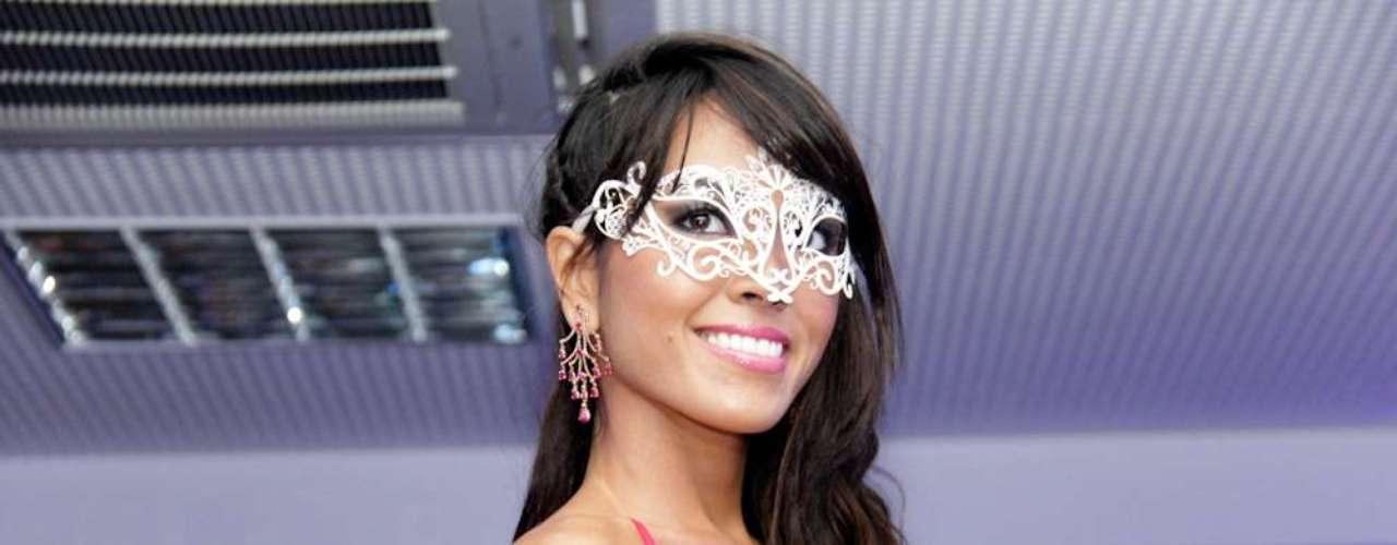 As máscara também fazem parte da coleção de joias de Flávia