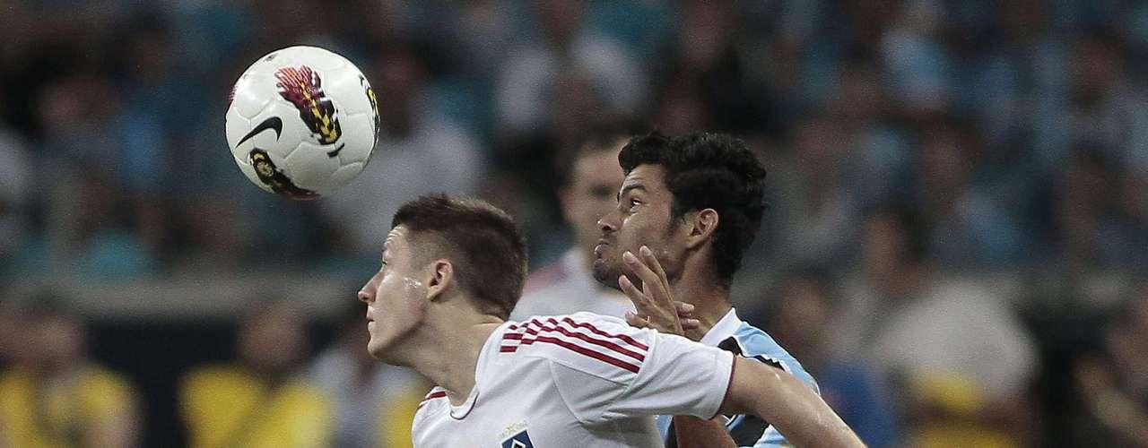 A partir daí, Hamburgo passou a pressionar em busca do gol da virada, mas sem precisão na conclusão