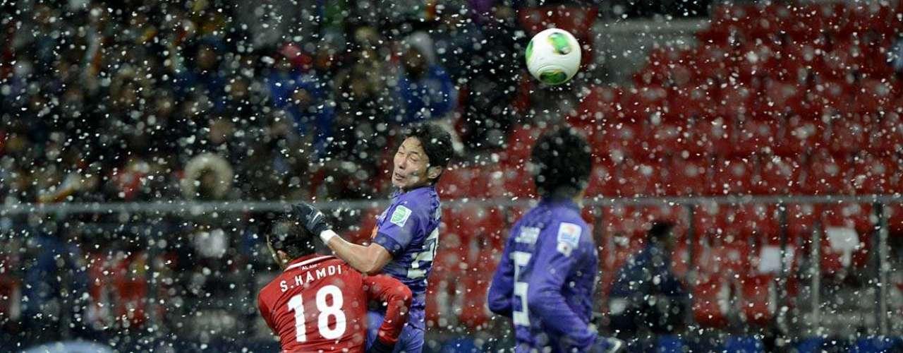 A neve caiu forte no Estádio de Toyota durante a partida