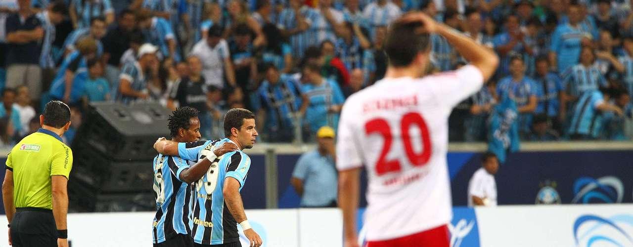 Mais tarde, com gols de André Lima e Marcelo Moreno, Grêmio inaugurou novo estádio com vitória por 2 a 1 sobre Hamburgo; placar em amistoso repetiu marcador do encontro entre os dois times na final do Mundial Interclubes de 1983