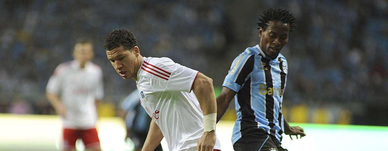 Duelo marcou também o reencontro de Zé Roberto com a equipe alemã, pela qual jogou entre 2009 e 2011