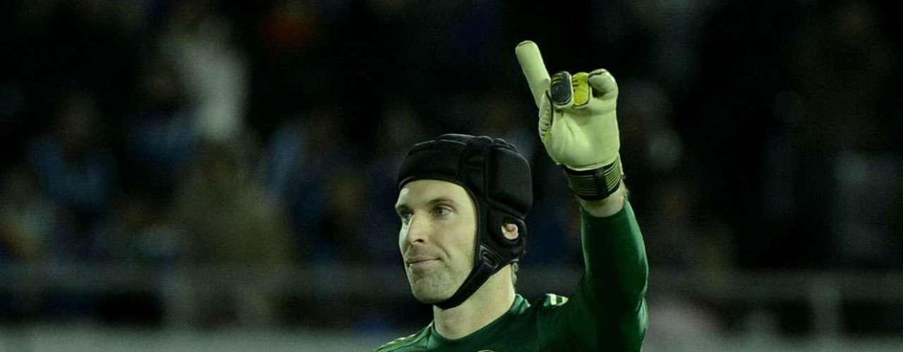 Goleiro Cech foi bem quando acionado na partida