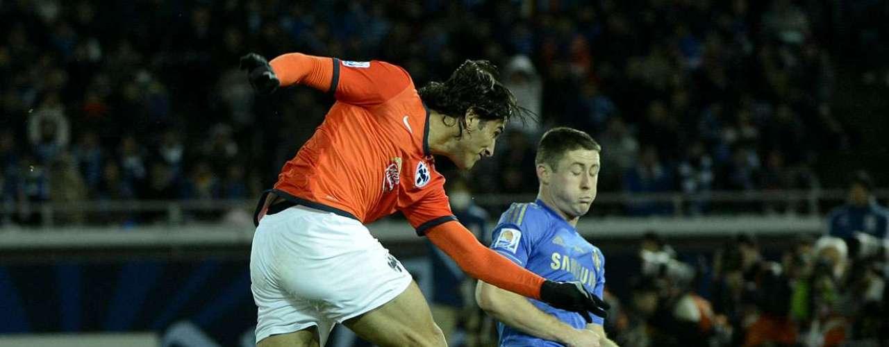 Atacante De Nigris foi o jogador que mais assustou a meta do Chelsea