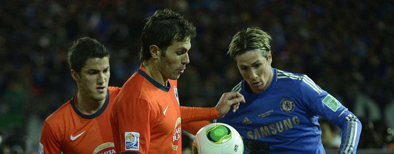 Atacante do Chelsea marca saída de bola dos mexicanos