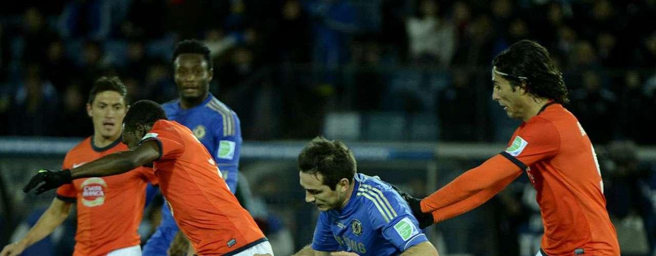 Recentemente recuperado de lesão, veterano Lampard entrou no lugar do brasileiro David Luiz na segunda etapa