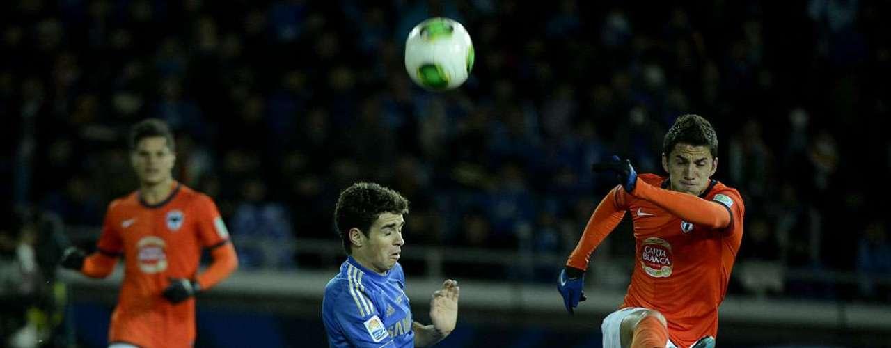 Brasileiro Oscar tenta desarmar defesa do Monterrey, que afasta o perigo