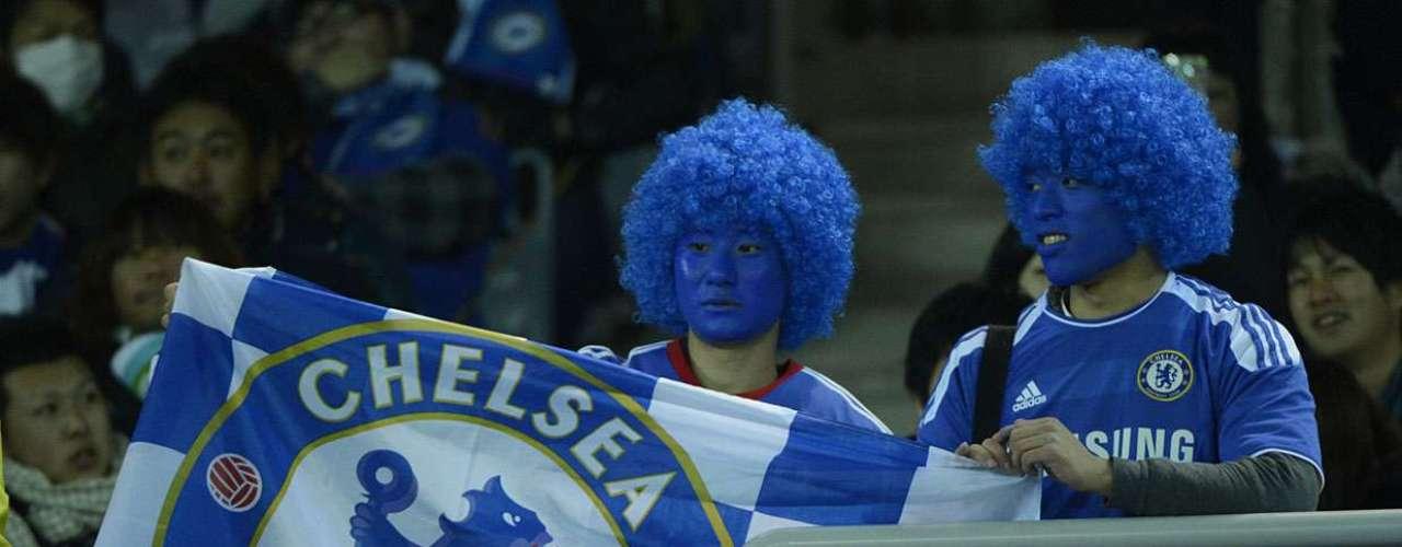 Fãs do Chelsea também se pintaram de azul para incentivar o clube londrino