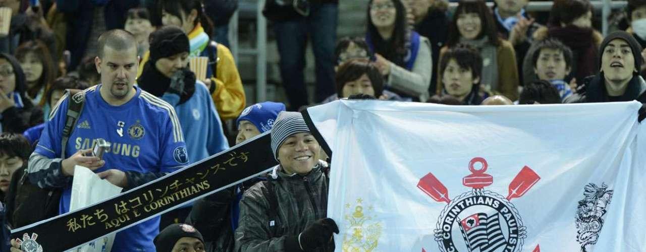 Garantidos na final do Mundial de Clubes, após eliminar o Al Ahly nesta quarta-feira, torcedores do Corinthians acompanham duelo que define o rival da decisão do torneio