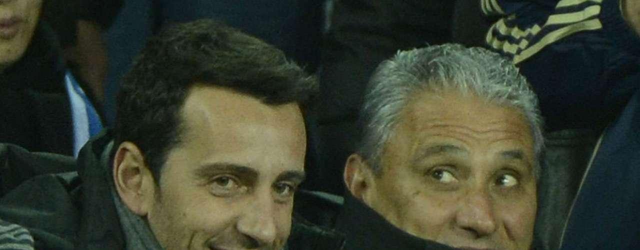 O gerente de futebol do Corinthians, Edu Gaspar (à esq.), acompanha duelo da semifinal ao lado do treinador Tite