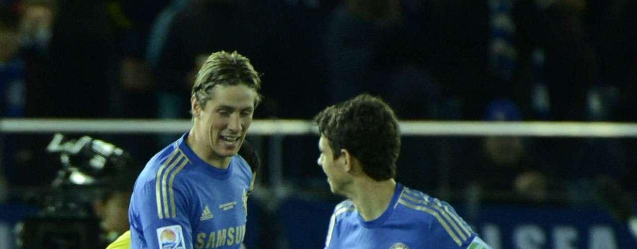 O segundo tempo começou com o Chelsea em ritmo totalmente diferente. O time inglês acelerou seu jogo e ampliou o placar logo com 17 segundos: Hazard fez ótima jogada pela esquerda e deixou para Torres, que bateu e contou com desvio na zaga para fazer 2 a 0