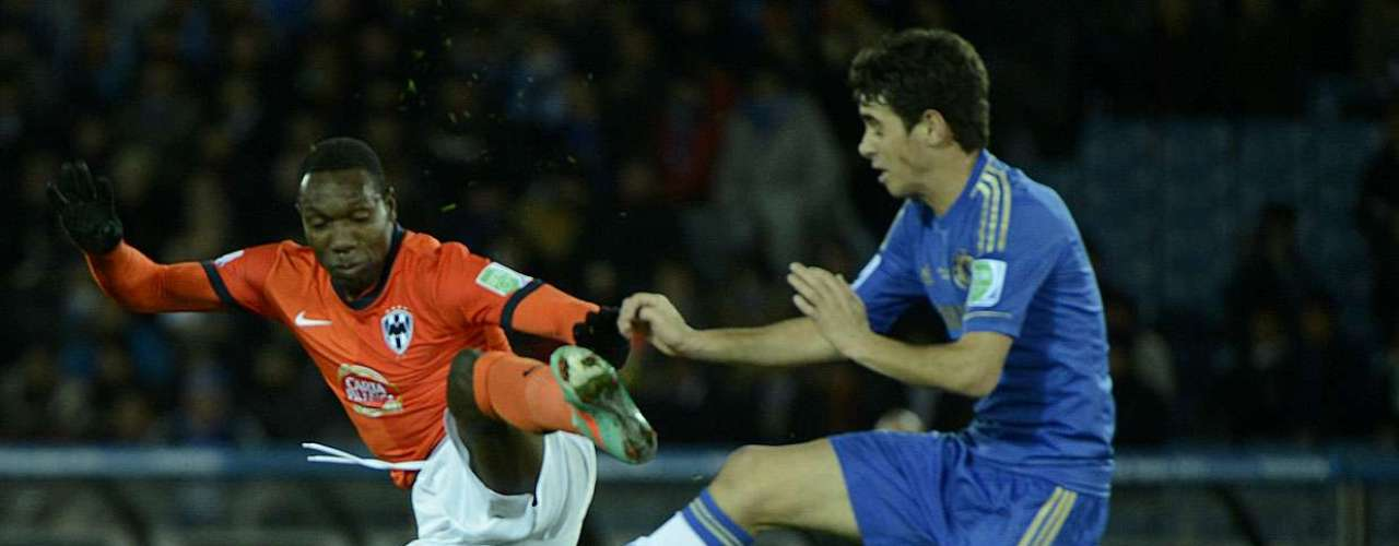 Yaovi ergue o pé na disputa com o brasileiro Oscar