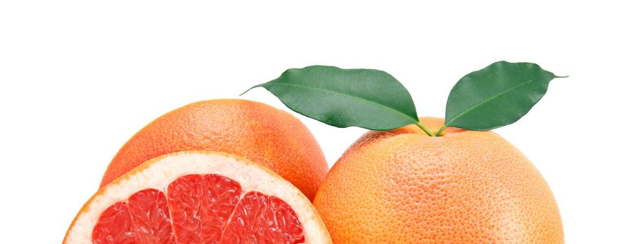 Toranja: esse fruto ajuda a limpar o fígado, acelera o metabolismo e é um bom lanche para matar a fome entre as refeições