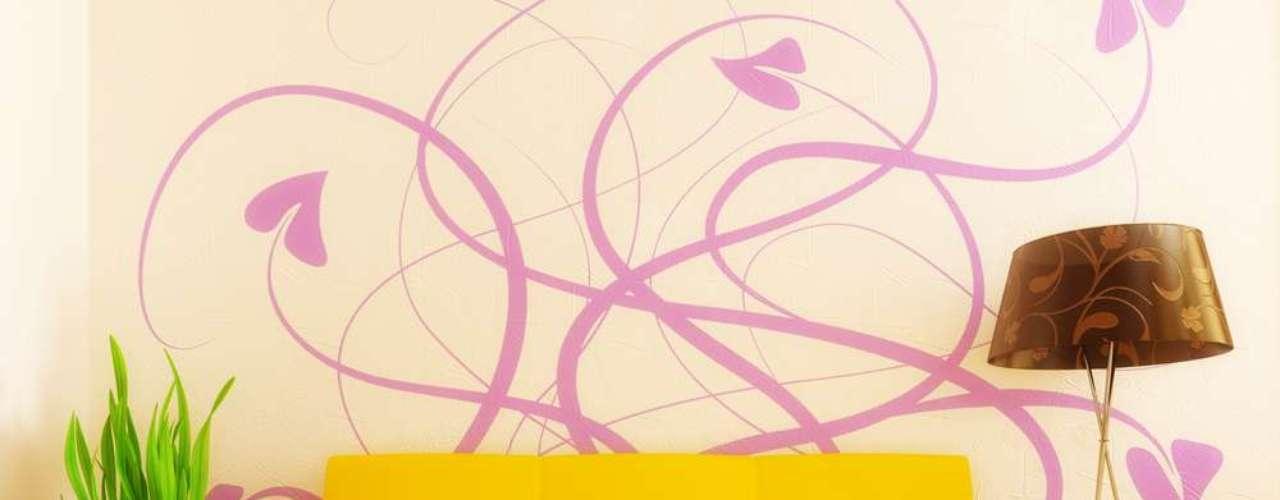 O amarelo também pode ser usado para reforçar ambientes coloridos um modo de dar alegria à decoração
