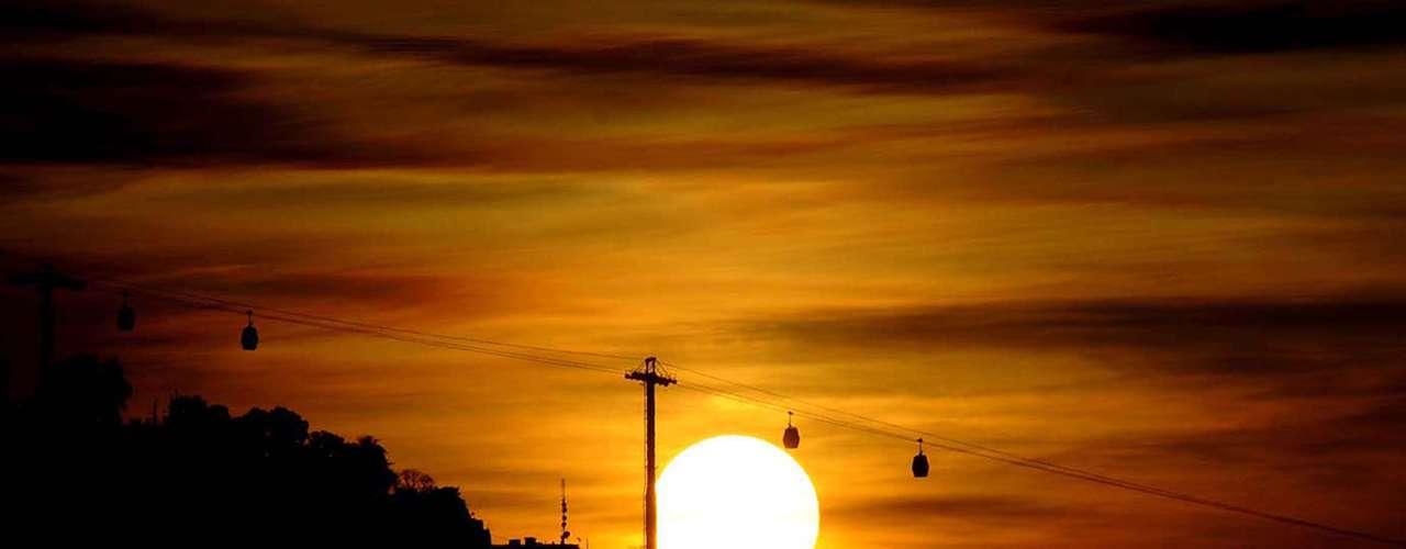 21 de dezembro O verão começou com sol e calor neste 21 de dezembro no Complexo do Alemão, no Rio de Janeiro