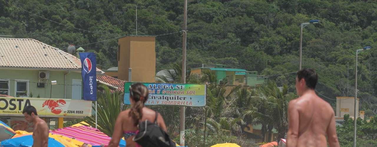 25 de dezembro-Em Bombinhas, na região do Vale do Itajaí, os banhistas também aproveitaram o dia ensolarado para curtir a praia