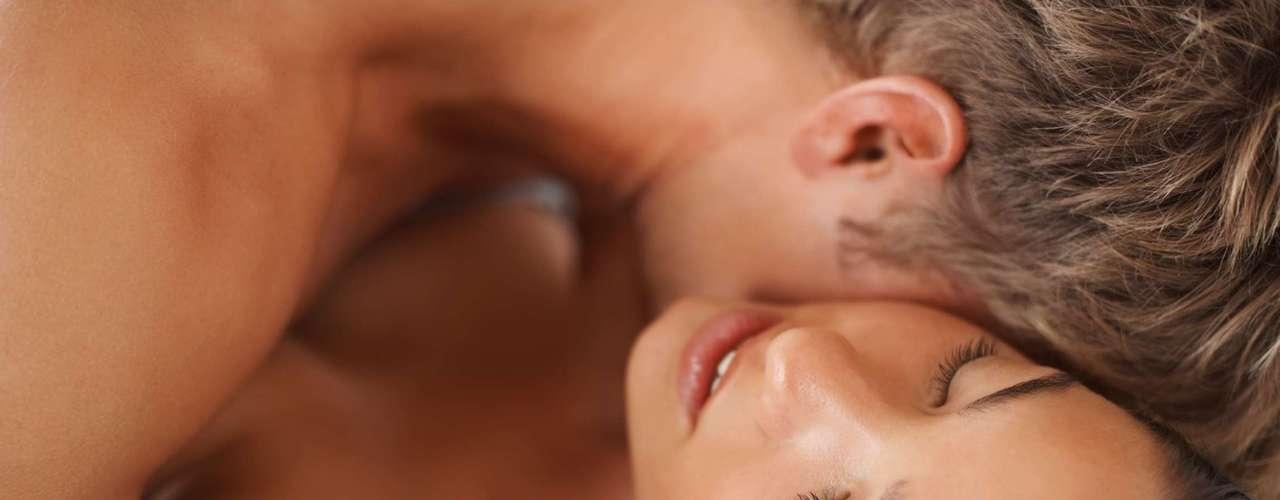 Manter-se no controle os excita -Michaels diz que parte da atração pelo sexo anal vem de uma única coisa: o poder. Manter-se em vantagem pode ser muito excitante para eles, especialmente para aqueles que não são muito dominadores no seu próprio dia a dia