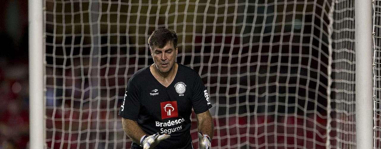 Ex-goleiro e atualmente treinador, Zetti sofreu bastante para jogar no gol, por causa da má condição física