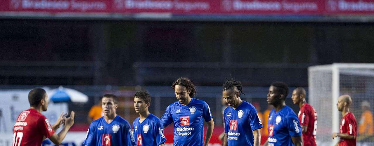 Antes da partida entre Amigos do Zico e Estrelas do Brasil, diversos artistas também jogaram no Estádio do Morumbi