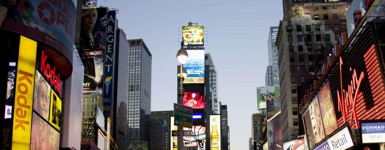 Manhattan, Nova York, Estados Unidos: para uma festa incrível em Nova York comece com uma ida ao Penthouse Executive Club, que combina o melhor dos dois mundos: bifes Kobe e strippers. E o que seria uma viagem para Nova York sem ser uma visita a The House That Ruth Built?