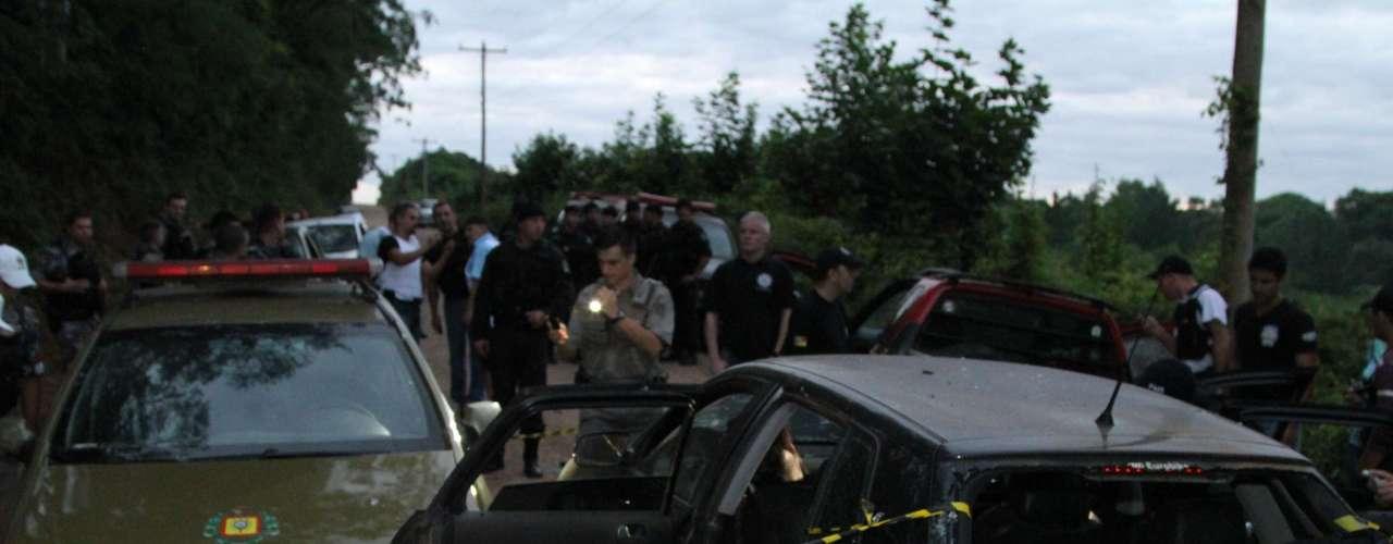 Veículo utilizado pela quadrilha foi cravejado de balas na perseguição
