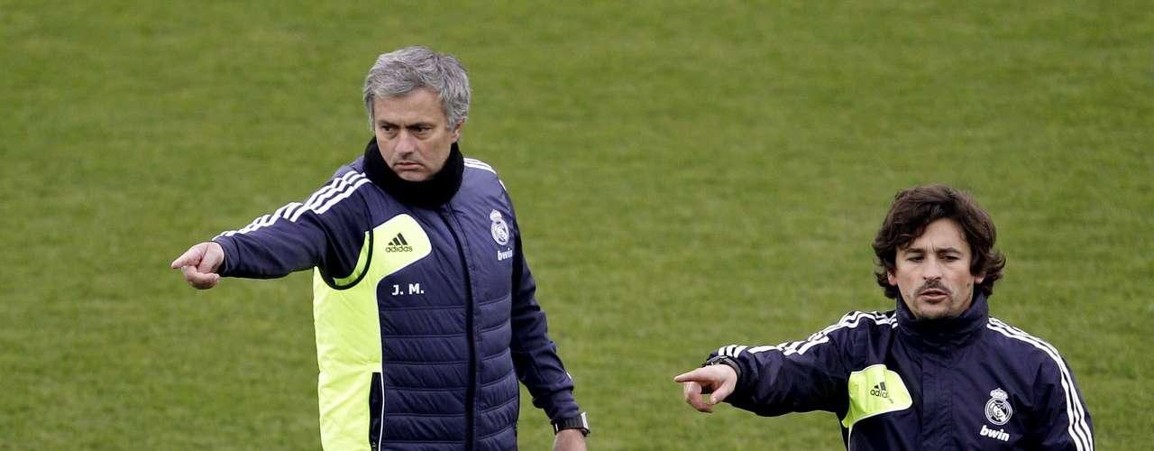 Técnico José Mourinho comanda treino aberto do Real Madrid