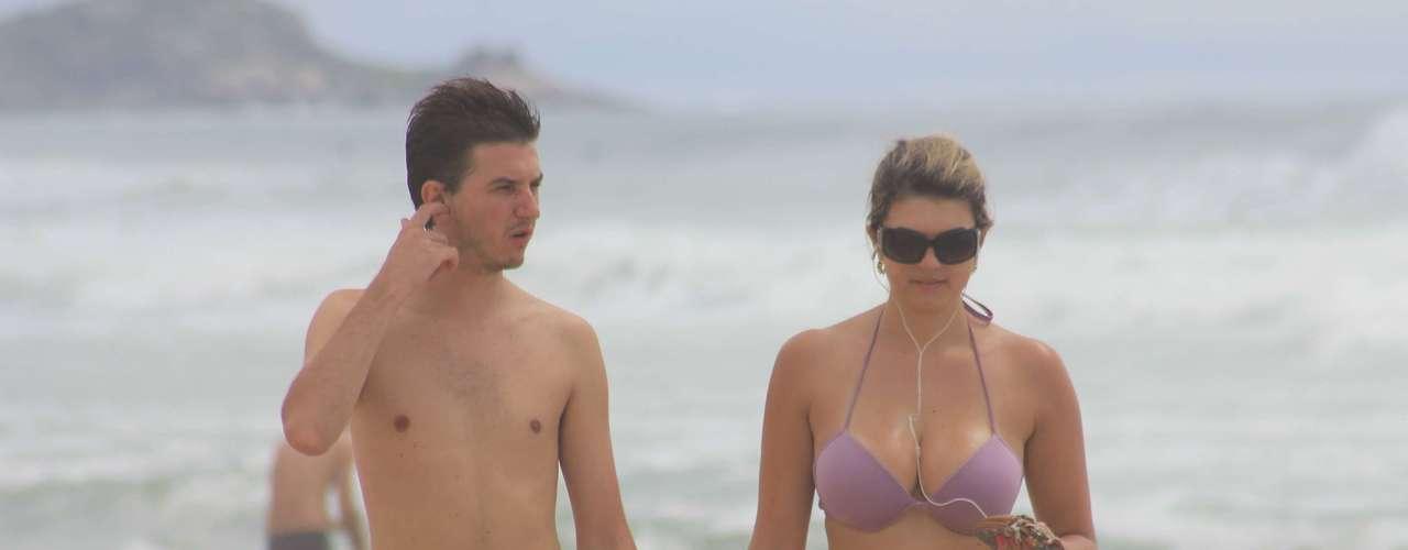 Banhistas aproveitam praia em Florianópolis