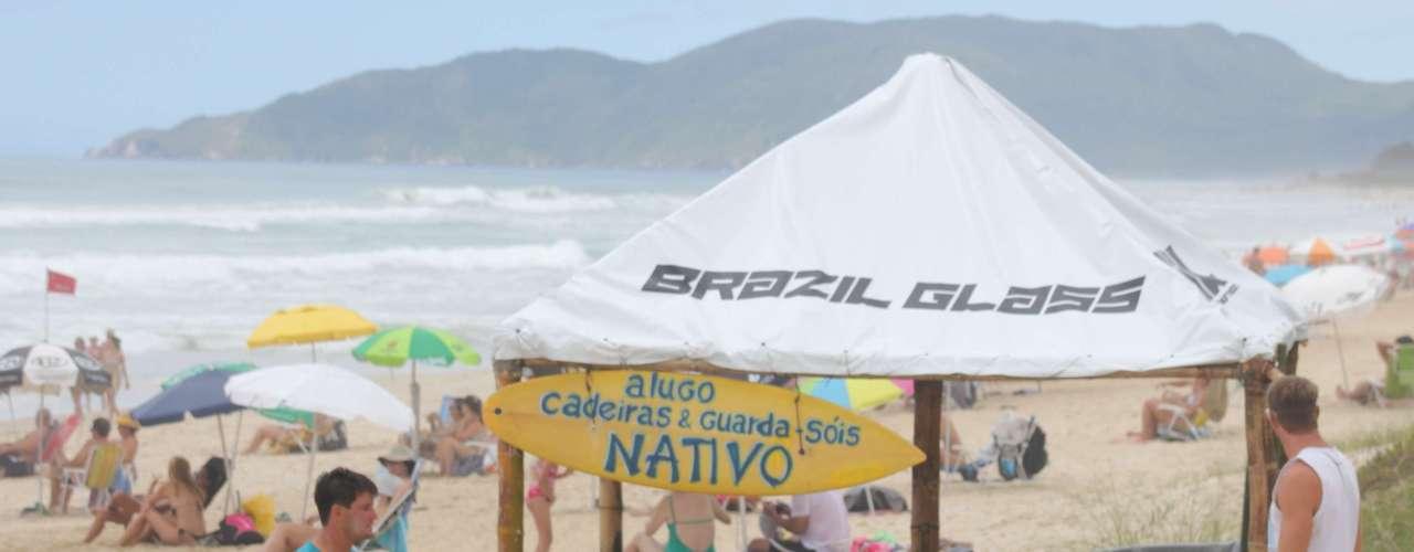 30 de dezembroMilhares de turistas continuam chegando ao estado para as festas de Réveillon, principalmente na capital Florianópolis e em Balneário Camboriú