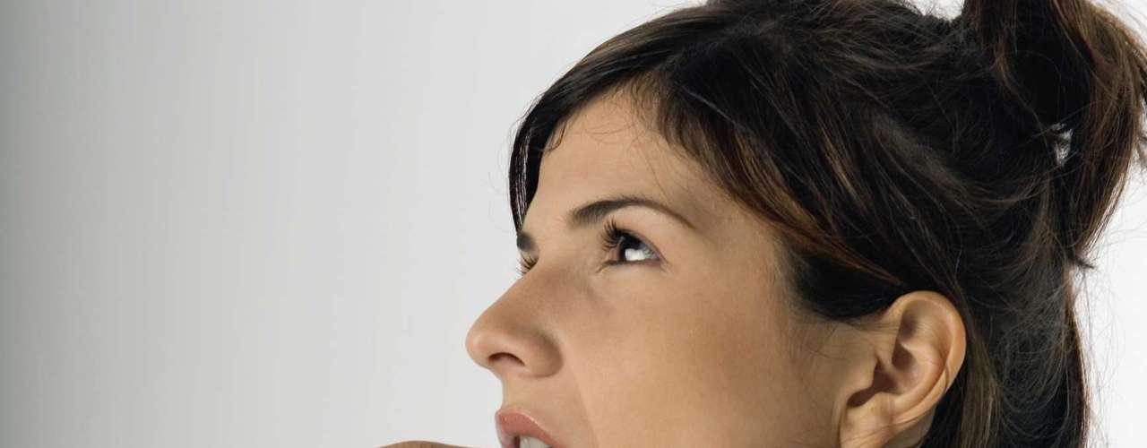 Que uma relação sexual segura deve ser acompanhada de preservativo, todo mundo sabe. Mas, em alguns casos, incidentes acontecem e a camisinha pode estourar. Para isso, existe outro método contraceptivo de emergência, também conhecido como pílula do dia seguinte. Com a ajuda de Jennider Wider, especialista em saúde feminina da Cosmo Radio, a Cosmopolitan tirou as principais dúvidas sobre o medicamento. Confira a seguir
