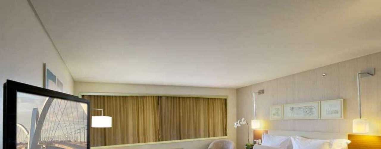 Brasília, DF As férias de janeiro de 2013 podem ser uma boa oportunidade de conhecer Brasília, capital do país, e a obra do célebre arquiteto Oscar Niemeyer, com obras como o Palácio do Planalto e a Catedral da Cidade. O hotel Confort Suites Brasília tem tarifas promocionais para o mês de janeiro, com diárias a partir de R$ 190. Informações: (61) 3424-6000