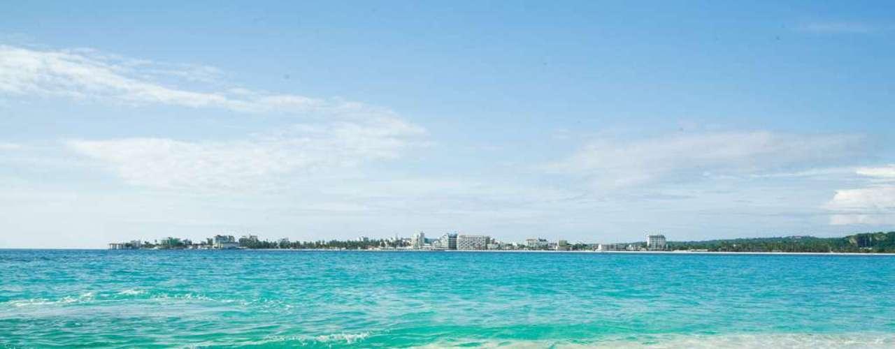 San Andrés, Colômbia O Caribe colombiano tem destinos paradisíacos como o arquipélago de San Andrés. A Calcos leva os turistas para passar 6 dias curtindo o sol nas praias locais, com passagem aérea, traslado e hospedagem. Preços a partir de R$ 4 mil, variando segundo datas e categoria de hotel. Informações: (11) 2713-5800