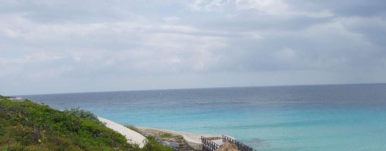 Cancun, México Destino badalado do Caribe mexicano, Cancun agrada os visitantes por suas praias paradisíacas, mas também pela diversão de seus bares e baladas com gente de todas as idades. A CVC oferece aos turistas uma viagem de 9 dias com transporte e hospedagem para curtir as belezas naturais e históricas da região. Preços a partir de R$ 4.800 Informações: (11) 2191-8410