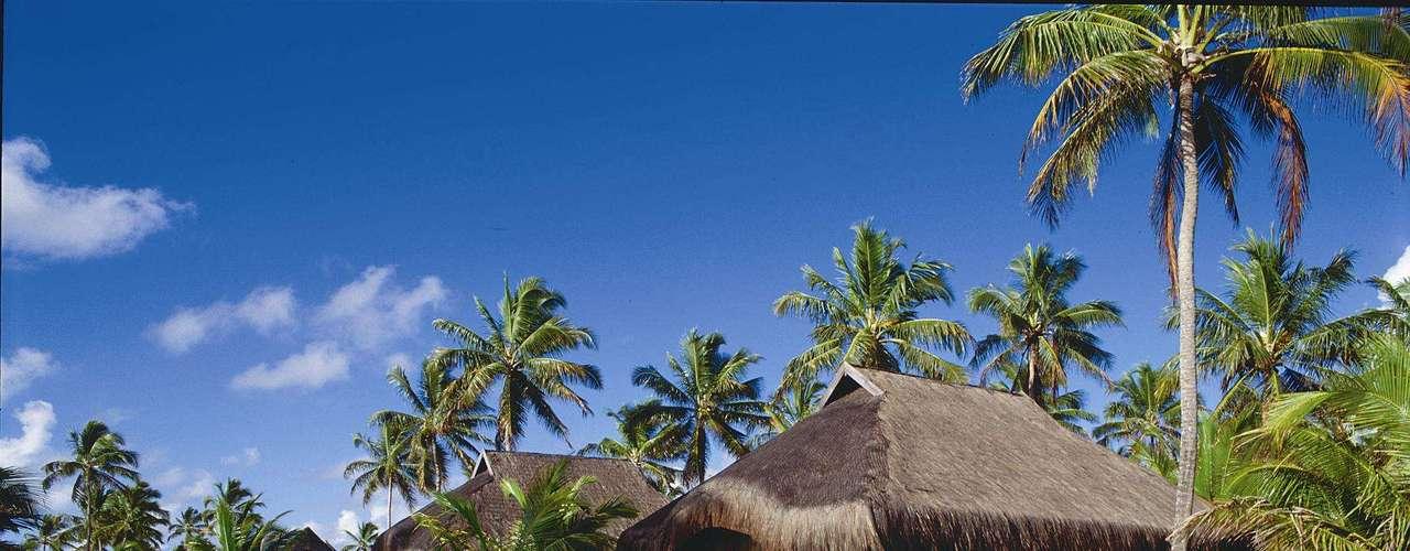 Porto de Galinhas, PE O Nannai Beach Resort é considerado como um dos melhores resorts de praia do país, e satisfaz os hóspedes que ocupam seus bangalôs e apartamentos de luxo em Porto de Galinhas. Para as férias de janeiro, a agência Litoral Verde Viagens tem pacotes de 5 dias e 4 noites com hospedagem e meia-pensão por R$ 2.600 por pessoa. Informações: 0800-286-6606